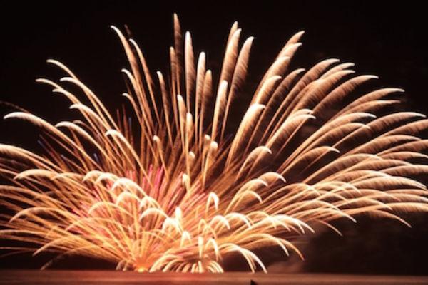 2017年一宮花火大会の見どころは一尺玉花火と水中スターマイン