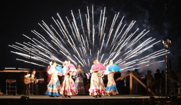 フラメンコショーも同時に堪能できる花火大会